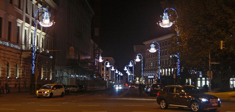 Hochwertige weihnachtsbeleuchtung brienner stra e for Professionelle weihnachtsbeleuchtung