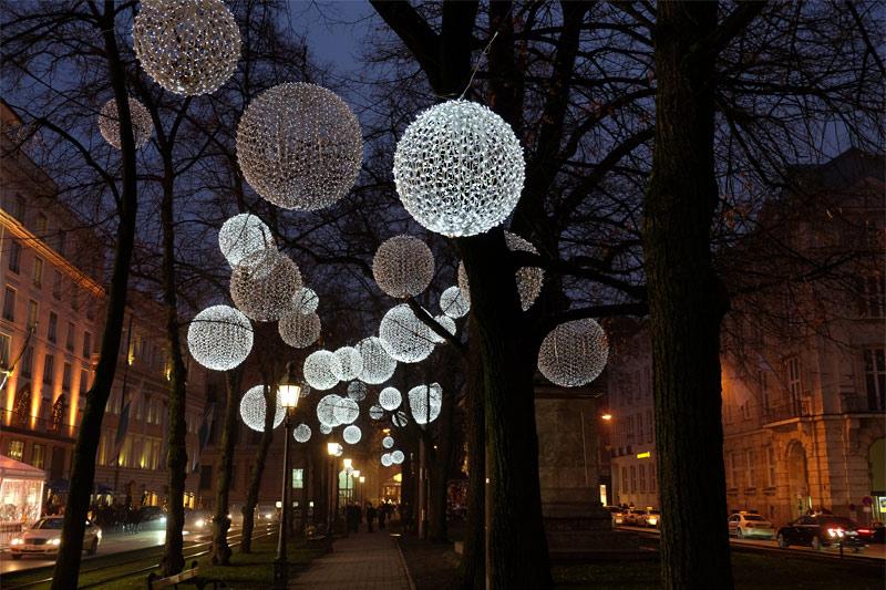 Weihnachtsbeleuchtung promenadeplatz m nchen for Professionelle weihnachtsbeleuchtung