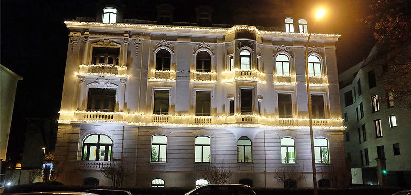 Professionelle Weihnachtsbeleuchtung BayBG